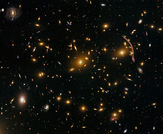Gravitational lensing in the galaxy cluster Abell 370