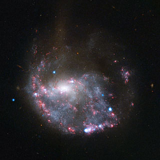 Hubble and Chandra composite view of NGC 922