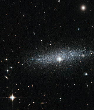 Glitter galaxy — An edge-on view of the ESO 318-13 galaxy