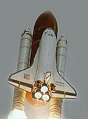 The Space Shuttle Discovery on the way to the skies with Hubble as payload.