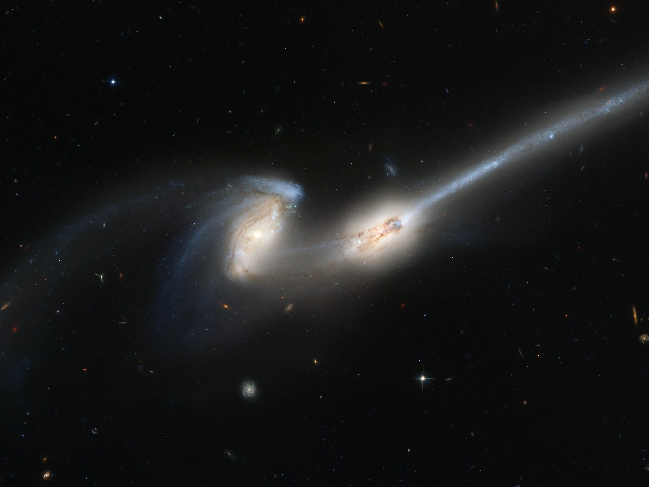 Hubble's newest camera takes a deep look at two merging ...
