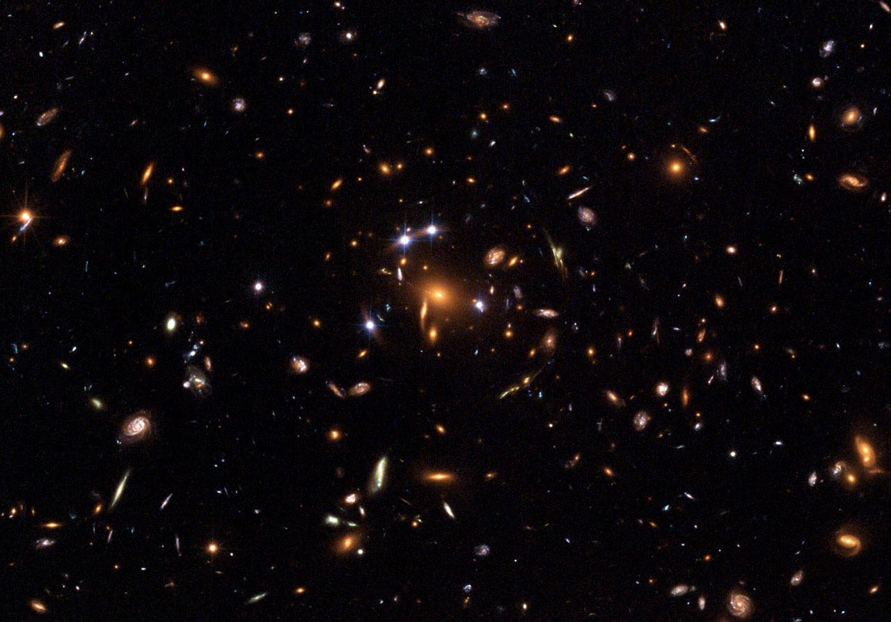 Hubble captures a 'five-star' rated gravitational lens ...