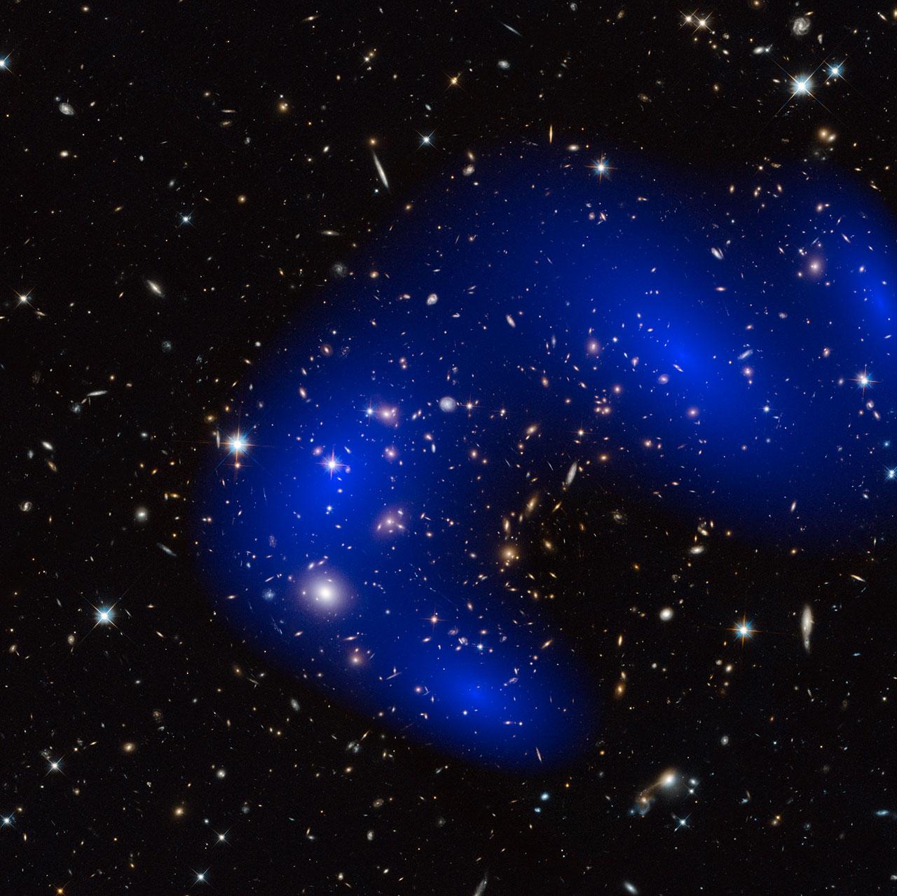 Galaxy cluster MACS J0717.5+3745 with dark matter map