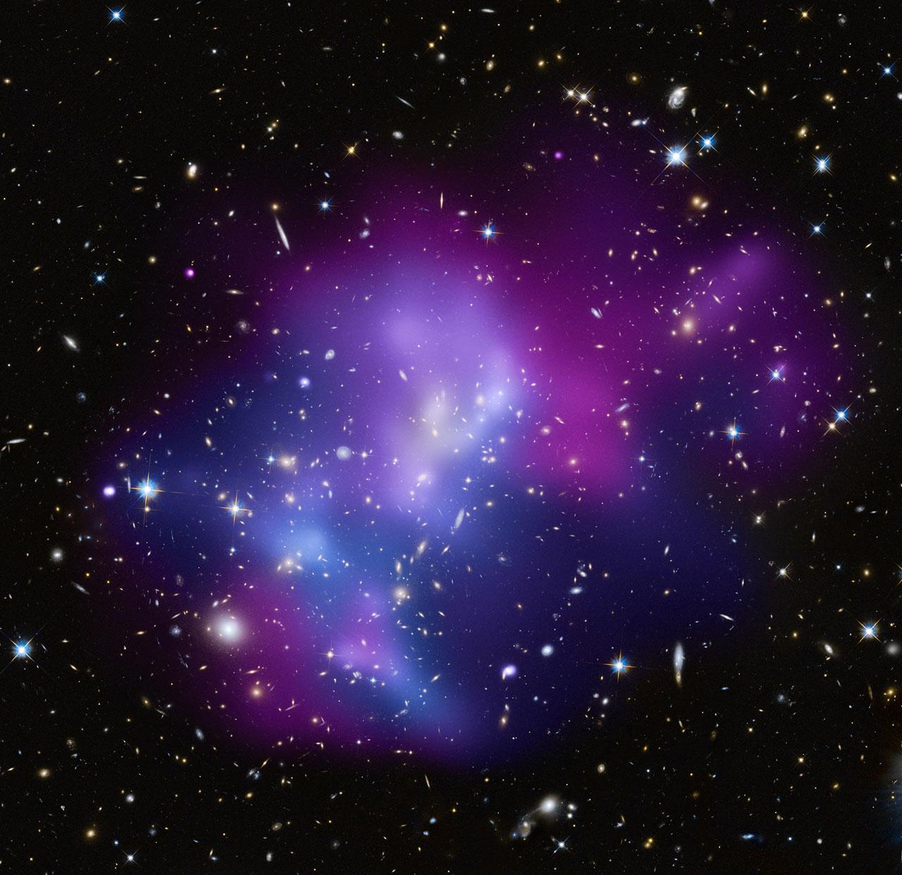 Galaxy cluster MACS J0717 | ESA/Hubble