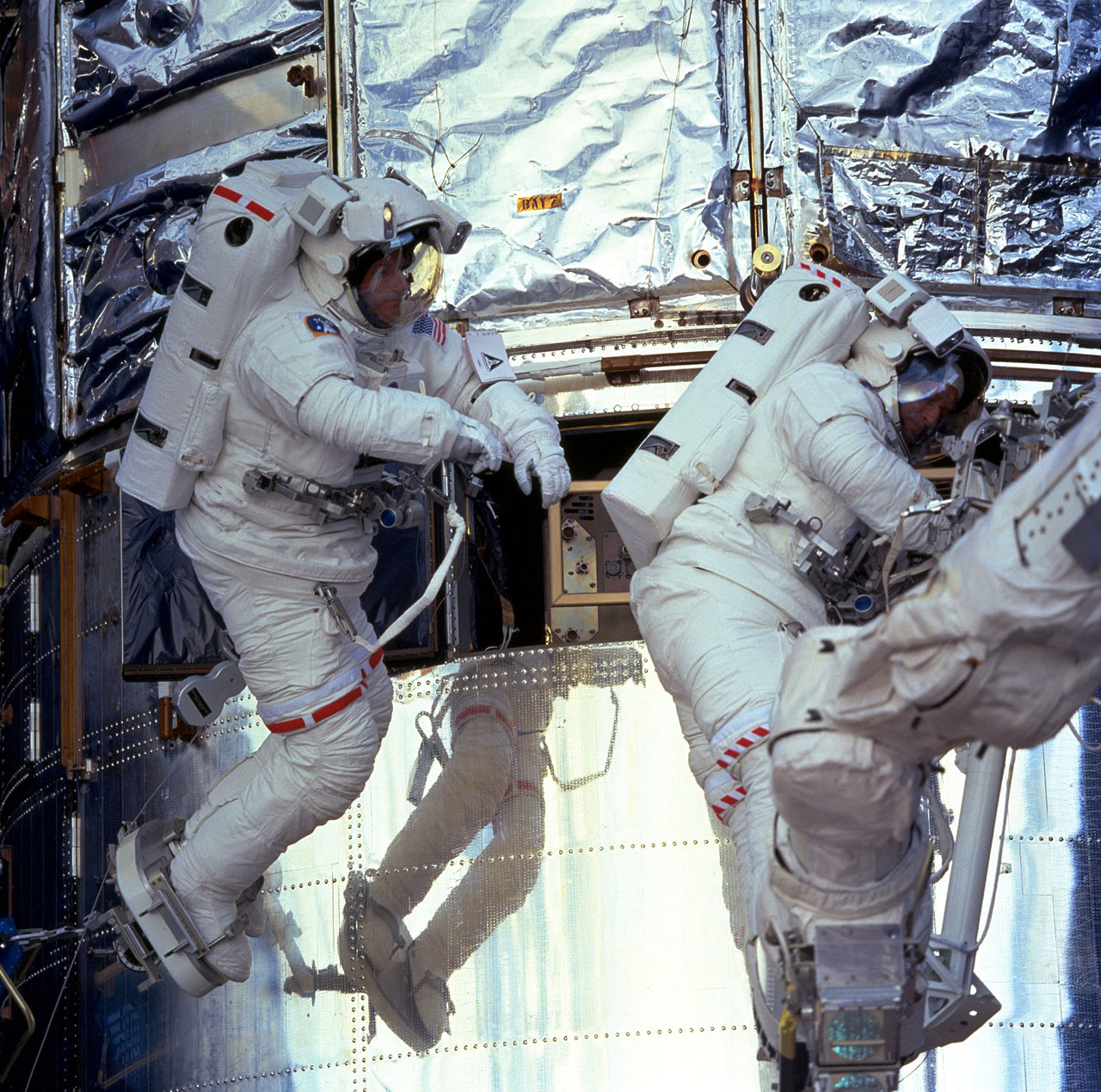 Sm3a Foale And Nicollier On Spacewalk Esa Hubble