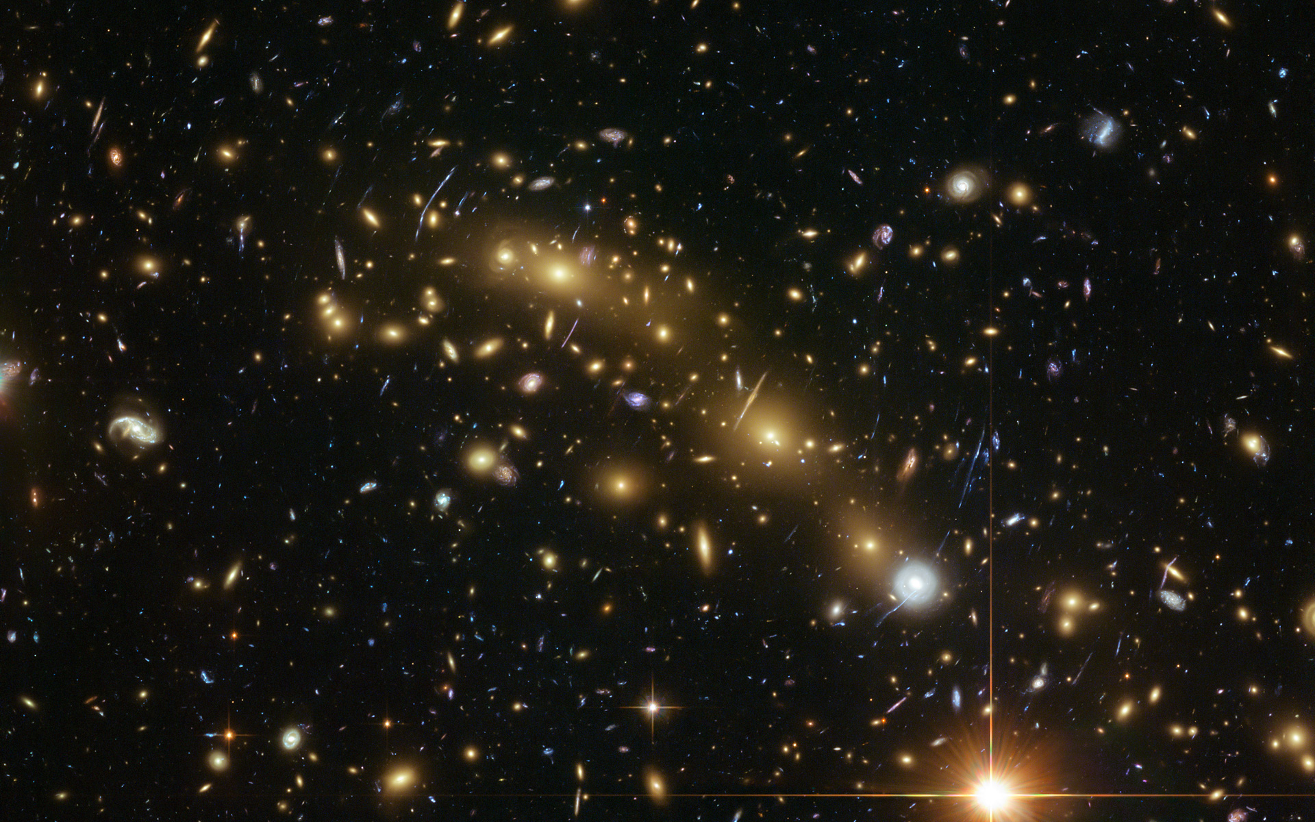 Colour image of galaxy cluster MCS J0416.1–2403 | ESA/Hubble